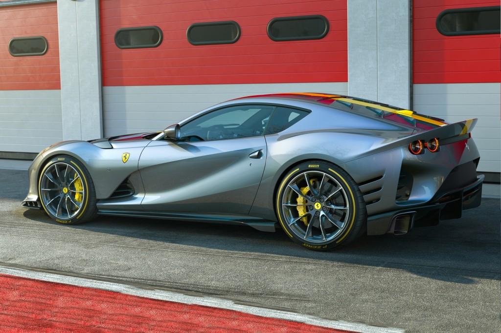 w Ferrari_812_Competizione_22222
