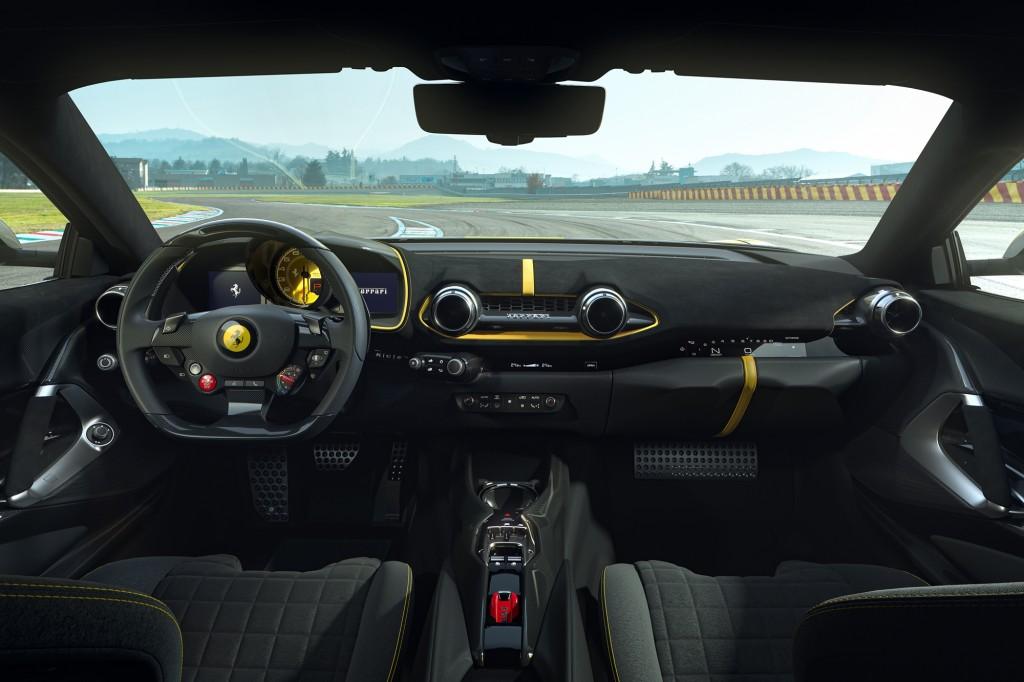 w Ferrari_812_Competizione_3