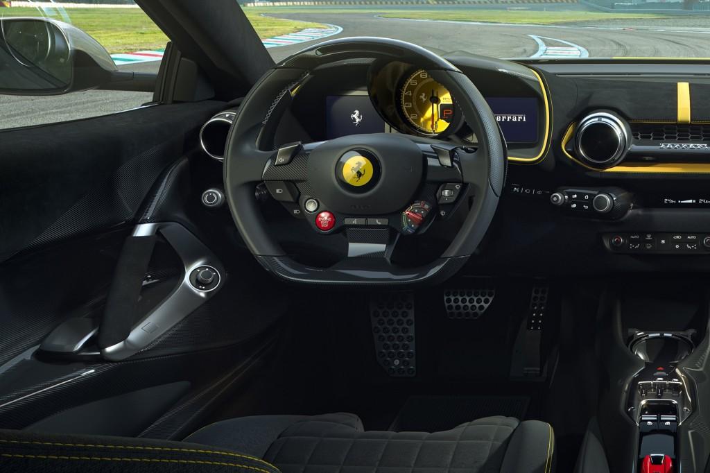 w Ferrari_812_Competizione_311