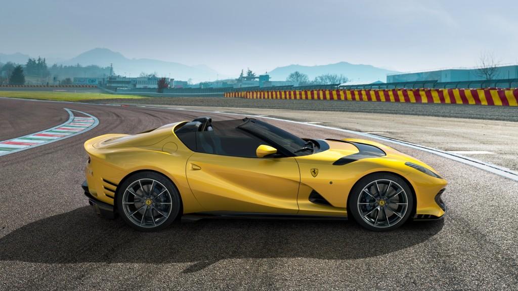 w Ferrari_812_Competizione_A_1