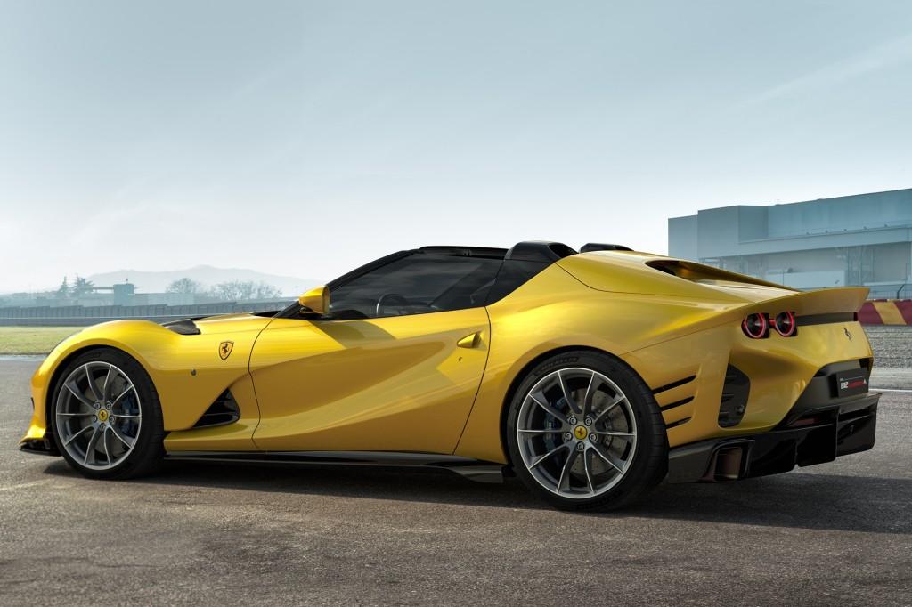 w Ferrari_812_Competizione_A_2