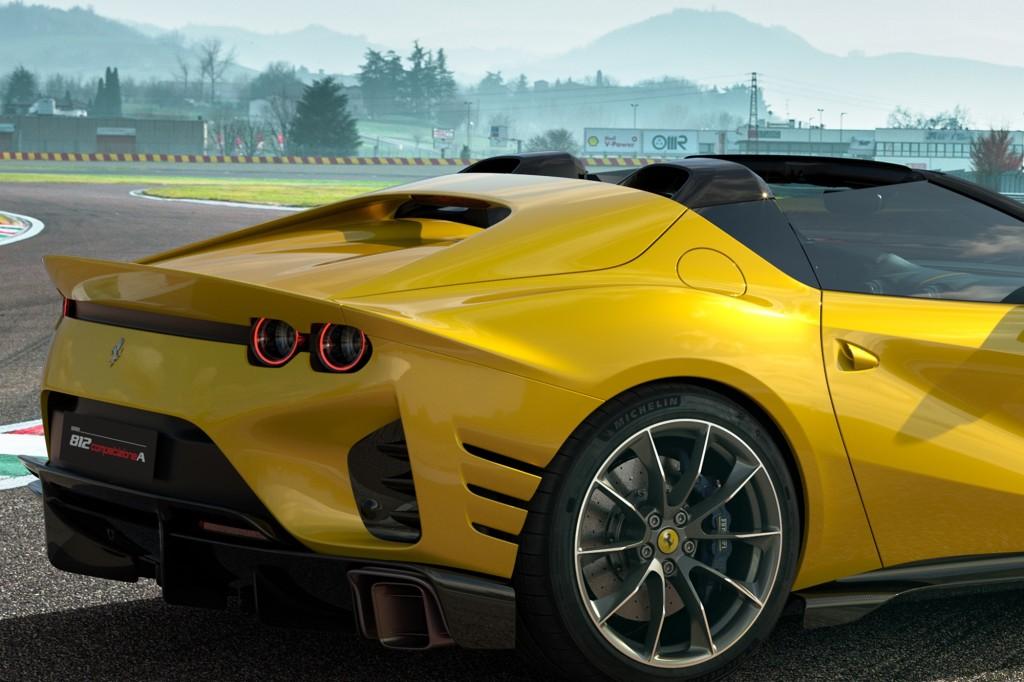 w Ferrari_812_Competizione_A_311