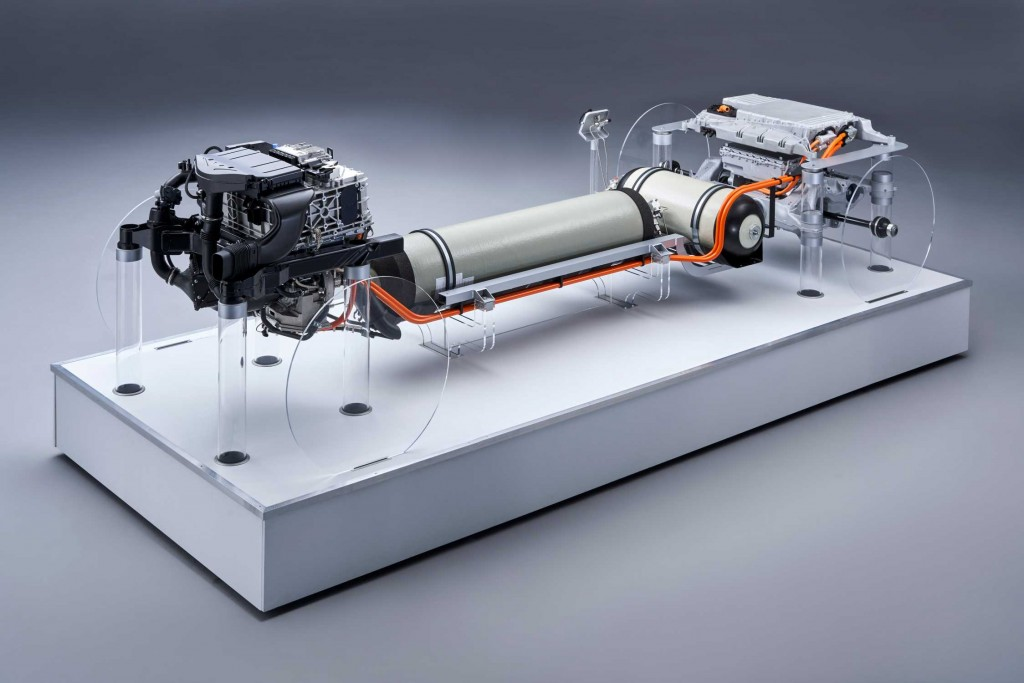 P90386173-the-second-generation-of-the-bmw-fuel-cell-powertrain-with-a-total-system-output-of-275-kw-will-be-p-2248px