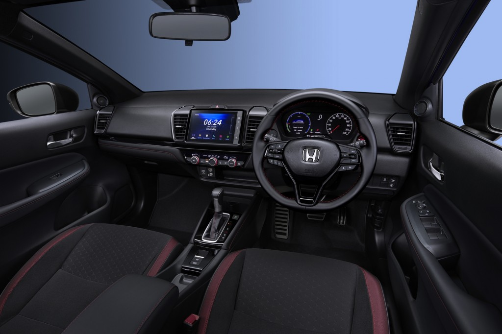The City Hatchback eHEV_Main Console