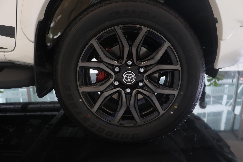 Toyota Hilux Revo GR Sport 4x4 AT AutoinfoOnline (11)