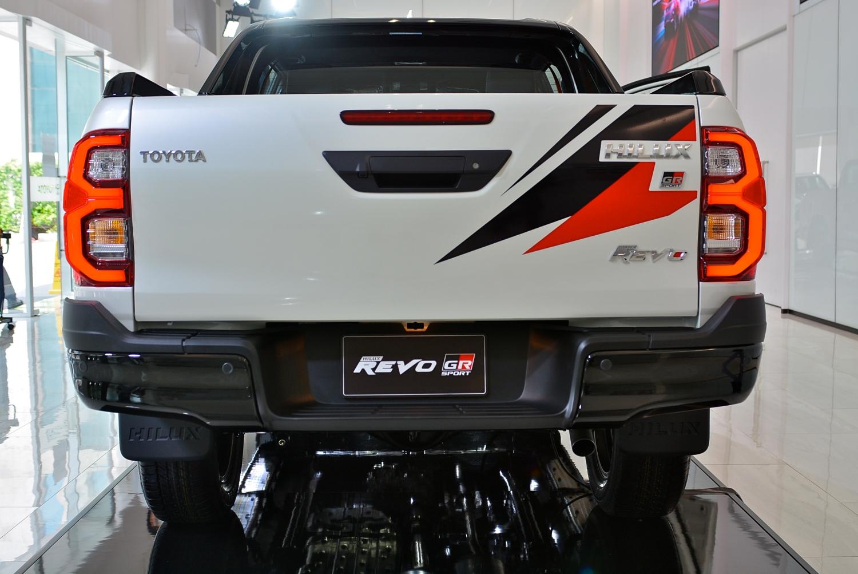 Toyota Hilux Revo GR Sport 4x4 AT AutoinfoOnline (4)