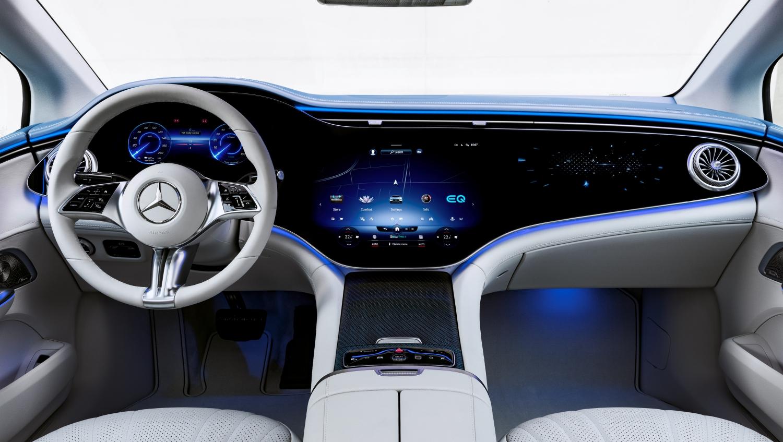 Mercedes-EQ. EQE 350, Edition 1, AMG Line, Interieur: Leder nevagrau/reflexblau (Stromverbrauch nach WLTP: 19,3-15,7 kWh/100 km; CO2-Emissionen: 0 g/km) //  Mercedes-EQ. EQE 350, Edition 1, AMG Line, interior: leather neva grey/reflex blue (electrical consumption WLTP: 19,3-15,7 kWh/100 km; CO2 emissions: 0 g/km)