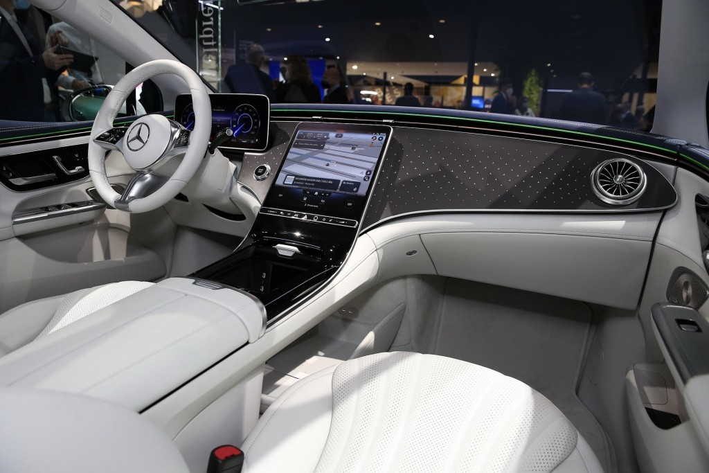 Mercedes EQE (3)